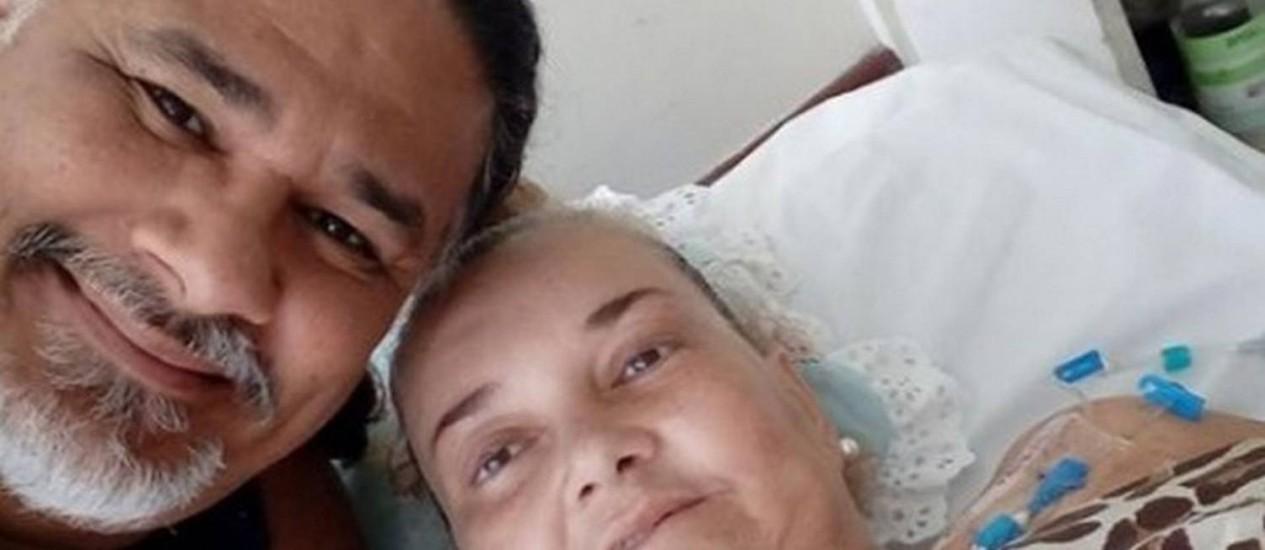 Preocupação e fé. Paulo e Liza Carioca: ele fez apelo para que amigos rezem por sua mulher Foto: Reprodução do Facebook