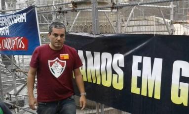 Conselheiro do Fluminense durante a manifestação na Alerj Foto: Reprodução