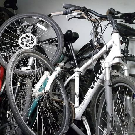 Cerca de 80 biciletas se encontram na 13ª DP aguardando regulamentação para serem doadas Foto: Divulgação