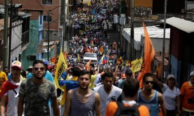 Manifestantes se concentram em Los Teques Foto: MARCO BELLO / REUTERS