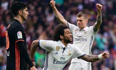 Marcelo comemora o gol que deu a vitória ao Real Madrid Foto: PIERRE-PHILIPPE MARCOU / AFP