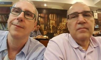 O casal Eduardo Michels e Flavio Miceli acusam vizinhos de agressão por homofobia Foto: Acervo pessoal