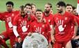 Elenco do Bayern de Munique celebra o inédito pentacampeonato alemão: é o 27º título nacional do clube Foto: JOHN MACDOUGALL / AFP