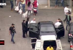 O empresário Eike Batista deixa a prisão no Rio Foto: Reprodução / GloboNews