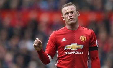 Wayne Rooney marcou, de pênalti, o gol do United, mas saiu de campo lamentando o resultado Foto: OLI SCARFF / AFP