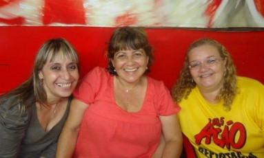 Lúcia Mello (no meio) com Elizabeth Ferreira Jofre (à direita) e uma amiga Foto: Divulgação/Reprodução Facebook