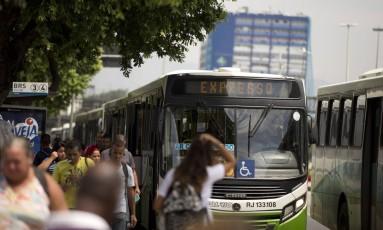 Ponto de ônibus no Centro do Rio Foto: Márcia Foletto / Agência O Globo