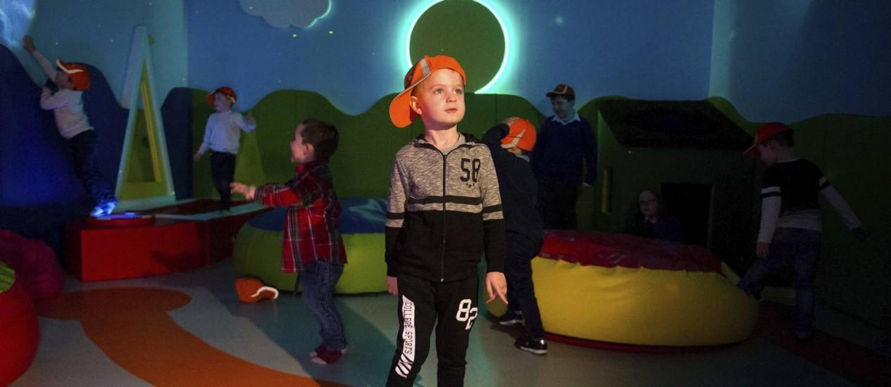 Sala sensorial. Espaço foi criado para receber autistas no aeroporto de Shannon Foto: Diarmuid Greene / AP