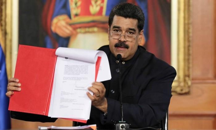 Resultado de imagem para assina maduro venezuela