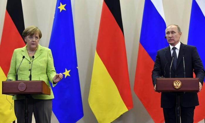 Merkel defende direitos da Ucrânia e dos gays em encontro com Putin