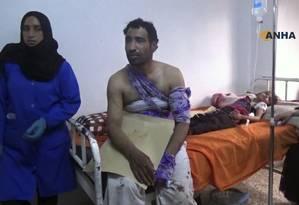 Pessoas feridas no ataque feito pelo Estado Islâmico recebem tratamento em uma clínica na província de Hasakeh, na Síria Foto: Uncredited / AP