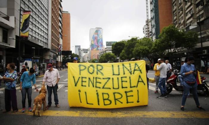 Oposicionistas dizem que não vão reconhecer a nova Constituinte venezuelana. Foto: Ariana Cubillos / AP