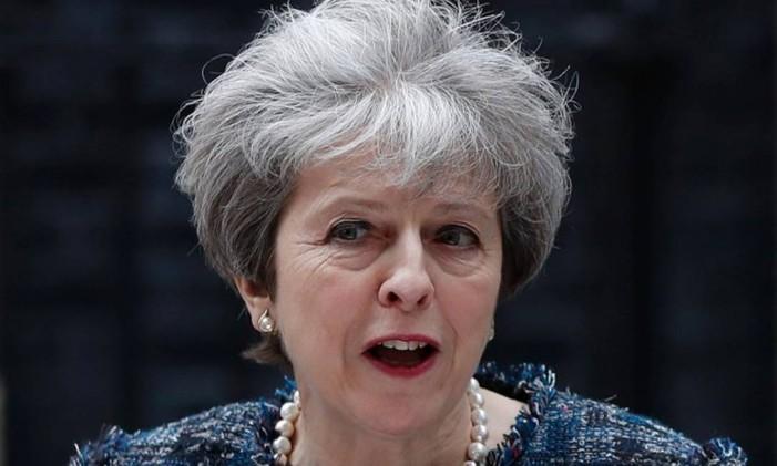Premier britânica, Theresa May, faz discurso na frente da sua residência oficial em Downing Street Foto: ADRIAN DENNIS / AFP