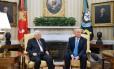 Trump e Abbas se encontram no Salão Oval da Casa Branca