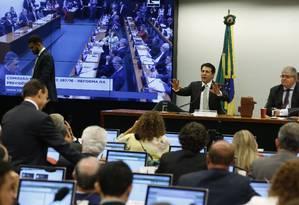 Comissão da Previdência durante a leitura do relatório final sobre a Reforma. Na foto, o deputado Arthur Maia, relator da matéria,. Foto Aílton de Freitas/Agência O Globo