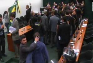Agentes invadem Câmara dos Deputados Foto: Reprodução/TV Câmara