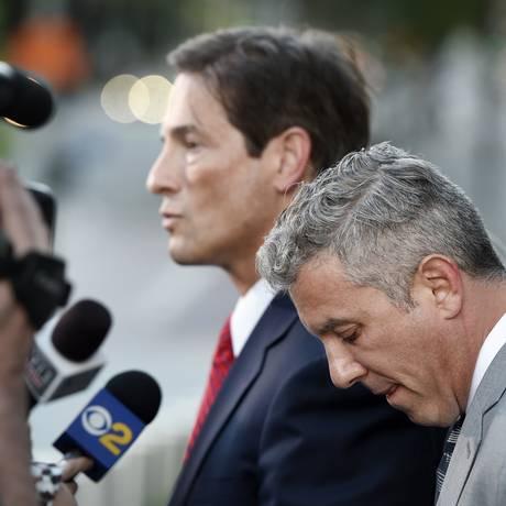 Ex-empresário de Alanis Morissette, Jonathan Schwartz (direita) Foto: Chris Pizzello / AP