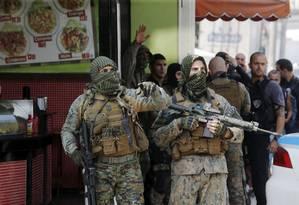 Policiais do Bope durante operação no Complexo do Alemão Foto: Antonio Scorza / Agência O Globo