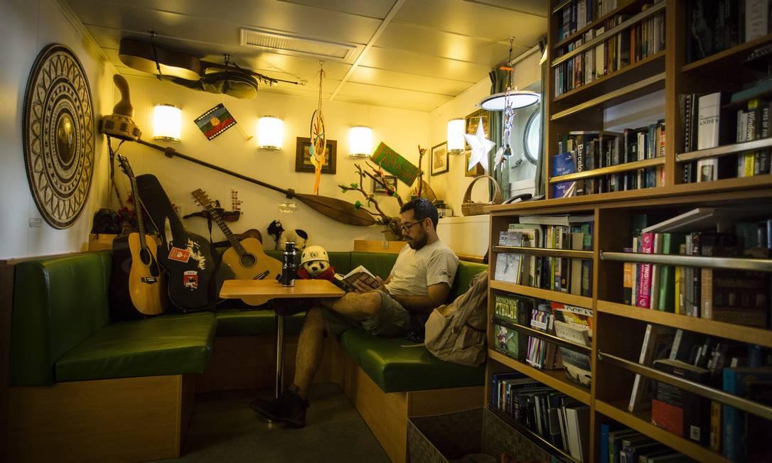 Veleiro tem área de convivência para a tripulação Foto: Fernando Lemos / Agência O Globo
