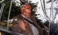 O ex-diretor de Serviços da Petrobras Renato Duque chega na sede da Justiça Federal, em Curitiba, para prestar depoimento