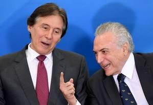O relator da reforma da Previdência, deputado Arthur Maia (PPS-BA) e o presidente Michel Temer Foto: EVARISTO SA / AFP