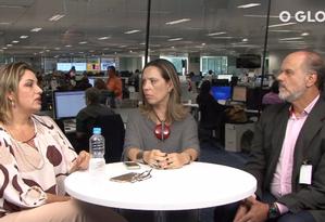 A repórter Luciana Casemiro (ao meio), entrevista Carlos Tardin, gestor da Escola de Educação Financeira do Rioprevidência (EEF), e Patrícia Cardoso, coordenadora do Núcleo de Defesa do Consumidor (Nudecon) da Defensoria Pública do Rio Foto: Reprodução