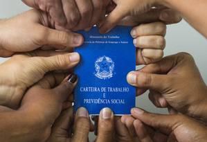 Carteira de trabalho Foto: Leo Martins / Agência O Globo