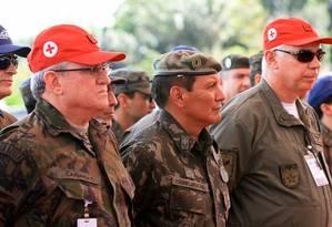 O general da reserva Franklimberg Ribeiro (centro) Foto: Divulgação