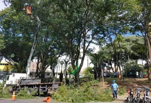 Limpeza nas proximidades do prédio da Justiça Federal, onde se realizará o depoimento Foto: Gustavo Schimitt