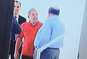 Lula durante visita ao tríplex em fevereiro de 2014 Foto: Reprodução