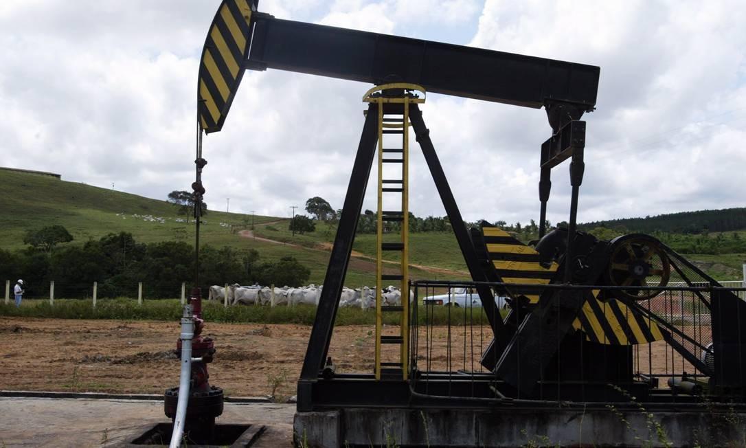 Exploração de petróleo: dez empresas participam da disputa Foto: Fábio Rossi