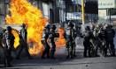 Forças de segurança entram em confronto com manifestantes durante protesto contra Maduro na Venezuela Foto: CARLOS EDUARDO RAMIREZ / REUTERS