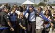 O prefeito Marcelo Crivella inaugurou a segunda pista da Avenida Leopoldo Bulhões, em Manguinhos, para desafogar o trânsito da Avenida Brasil