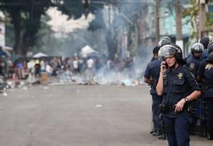 Ação policial na Cracolândia: conflito entre polícia e usuários de drogas Foto: Marcos Alves / O Globo