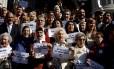 Manifestantes, entre eles as Avós da Praça de Maio, defendem memória da ditadura 'contra genocidas'