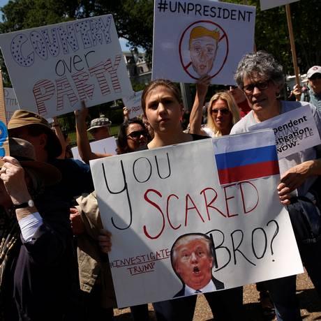 'Com medo, irmão?' Manifestantes protestam contra Trump diante da Casa Branca após demissão de Comey Foto: JONATHAN ERNST / REUTERS