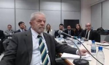 Resultado de imagem para Lula depondo