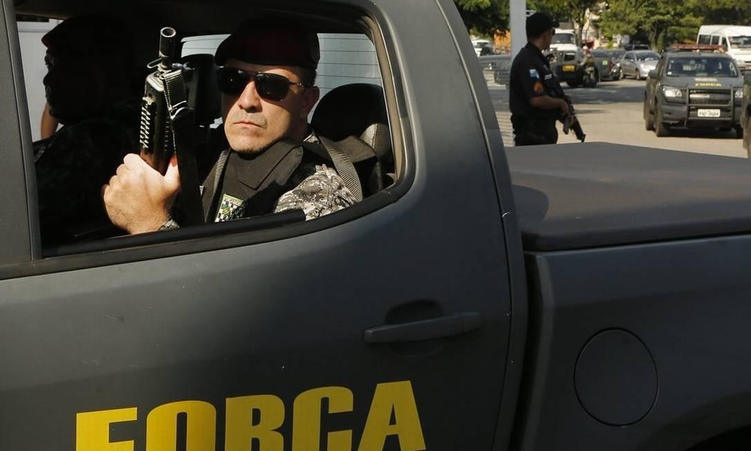 Agentes da Força Nacional Foto: Antonio Scorza / Agência O Globo