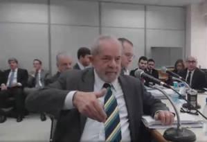Tensão. O ex-presidente Lula falou durante quase cinco horas ao juiz Sergio Moro, um dos depoimentos mais longos da história da Lava-Jato até aqui Foto: Reprodução
