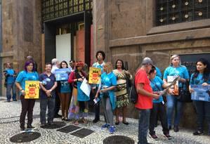 Ambientalistas protestam em frente à sede da ANP Foto: Ramona Ordoñez