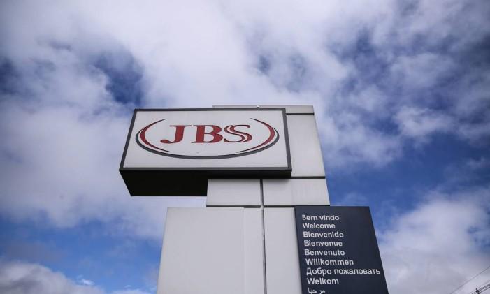 Linha de produção da JBS em Lapa, no Paraná Foto: André Coelho/Agência O Globo