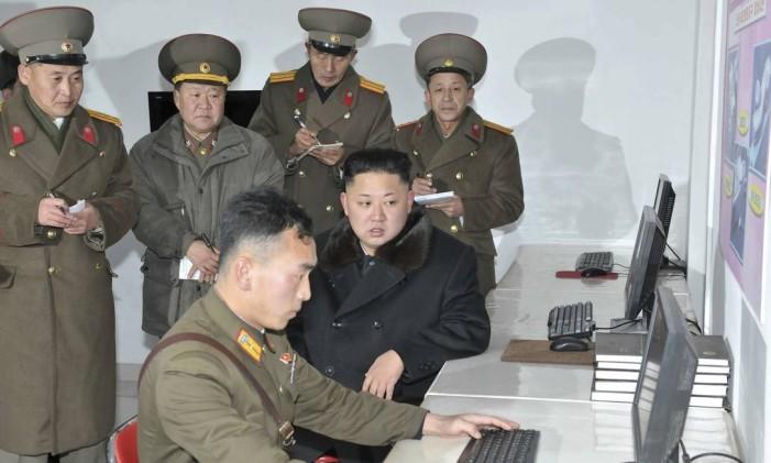 Kim Jong-un acompanha atividades informáticas da Coreia do Norte Foto: KCNA