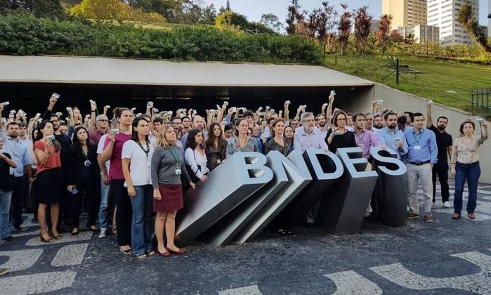 Resultado de imagem para BNDES c investigações e aos funcionários