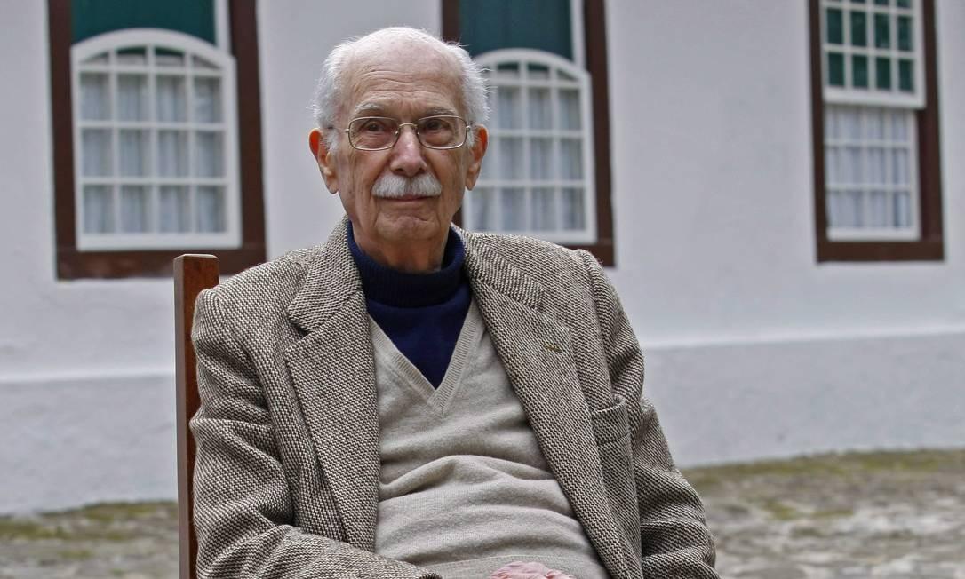 O escritor e crítico literário Antonio Candido na Flip em 2011 Foto: André Teixeira / O Globo