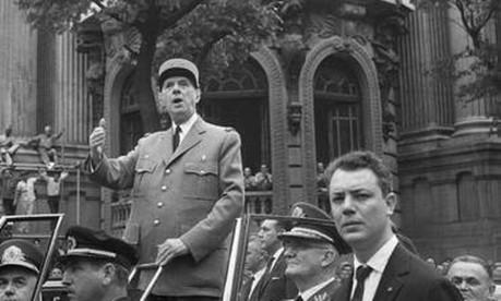 No Rio. De Gaulle, presidente da 5ª República de 1959 a 1969, desfila na Av. Rio Branco com o presidente Castelo Branco e Geisel, chefe do Gabinete Militar Foto: 13/10/1964 / Agência O Globo