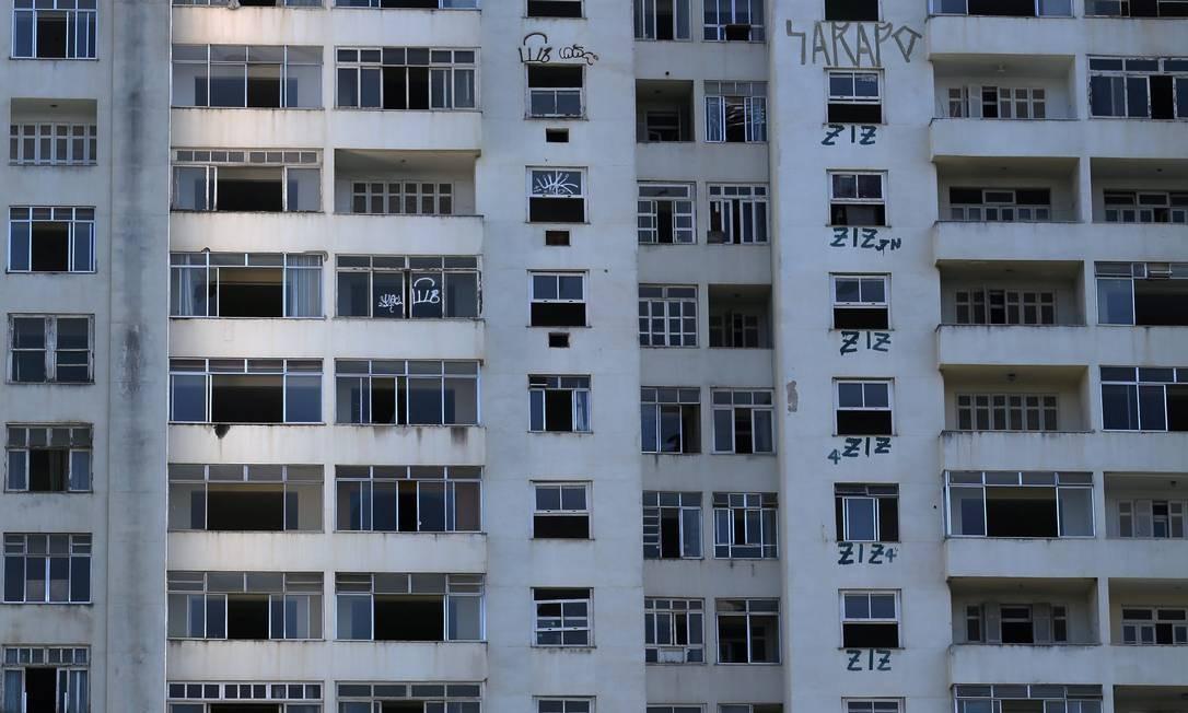 Plano. O prédio, que foi invadido em 2015, será futuro hotel: prefeitura fará melhorias no entorno Foto: Custódio Coimbra / Agência O Globo