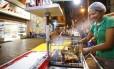 Autorizada. Jô, que vende churrasquinhos em Vila Isabel, fez um curso de manipulação de alimentos e ganhou uma licença do município para trabalhar