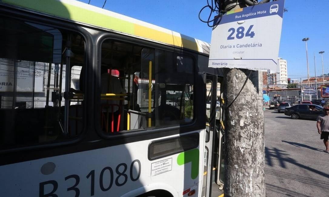 Retorno. O ponto final do 284, antigo 484: ônibus pode voltar a antigo trajeto, de Olaria a Copacabana Foto: Fabiano Rocha / Agência O Globo