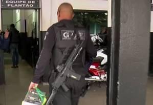 Polícia apreende documentos em operação que investiga facção criminosa paulista Foto: Reprodução TV Globo