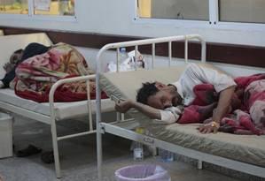 Pacientes com suspeita de cólera são atendidos em hospital no Iêmen Foto: Hani Mohammed / AP